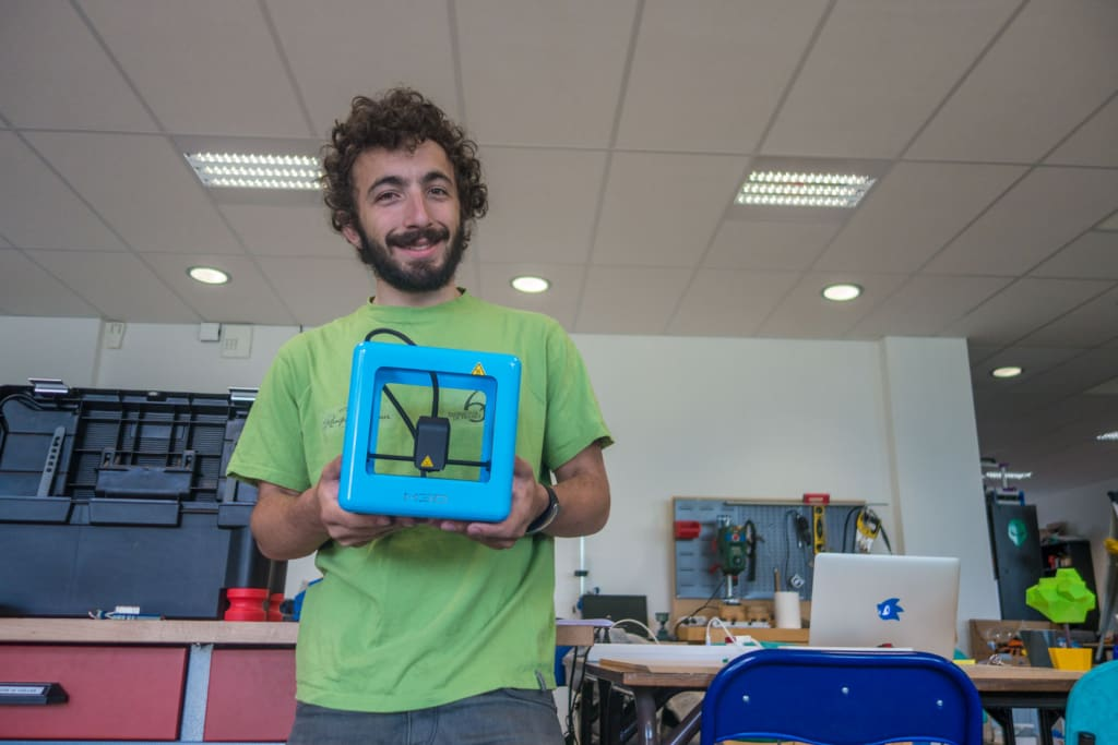 Guillaume, fier propriétaire d'une imprimante 3D portable ou presque !